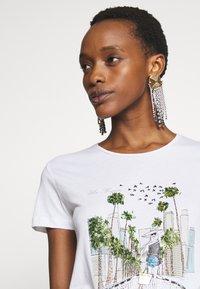 Patrizia Pepe - MAGLIA - Print T-shirt - bianco - 4