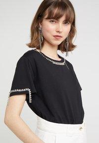 Patrizia Pepe - T-shirt z nadrukiem - nero - 4