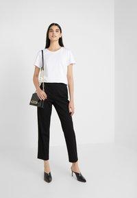 Patrizia Pepe - Print T-shirt - bianco ottico - 1