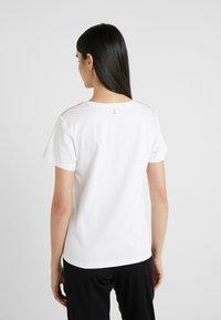 Patrizia Pepe - Print T-shirt - bianco ottico - 2