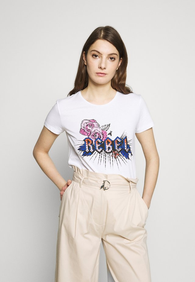 EMO TEE - Print T-shirt - rebel white