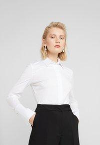Patrizia Pepe - CARRY OVER - Skjorte - bianco ottico - 0