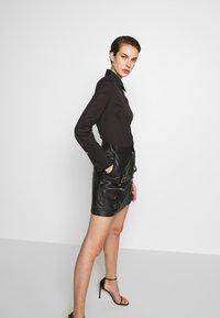 Patrizia Pepe - CARRY OVER - Button-down blouse - nero - 3