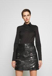 Patrizia Pepe - CARRY OVER - Button-down blouse - nero - 0