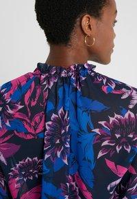 Patrizia Pepe - CAMICIA/BLOUSE - Bluser - tropic flower - 6