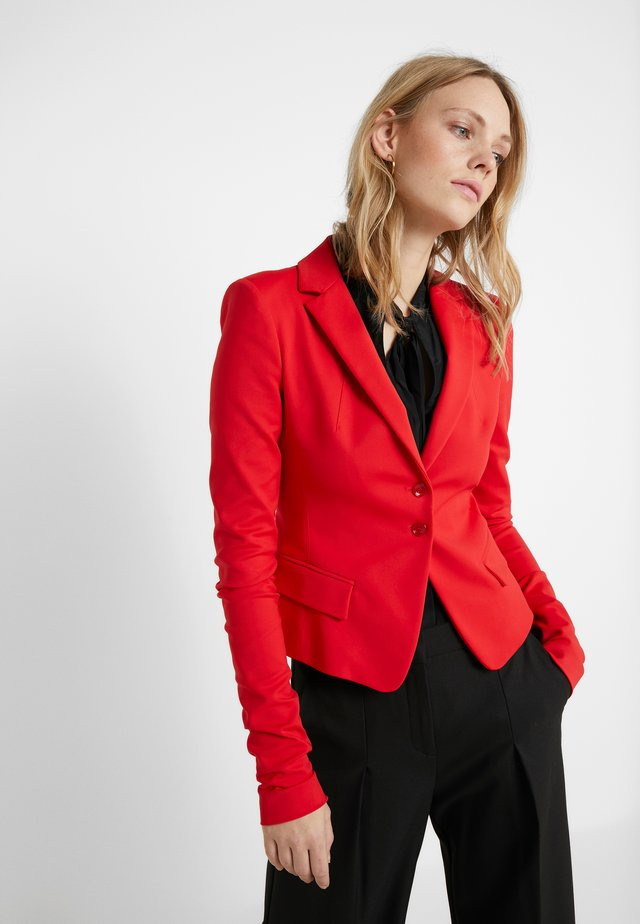Blazere - flame red