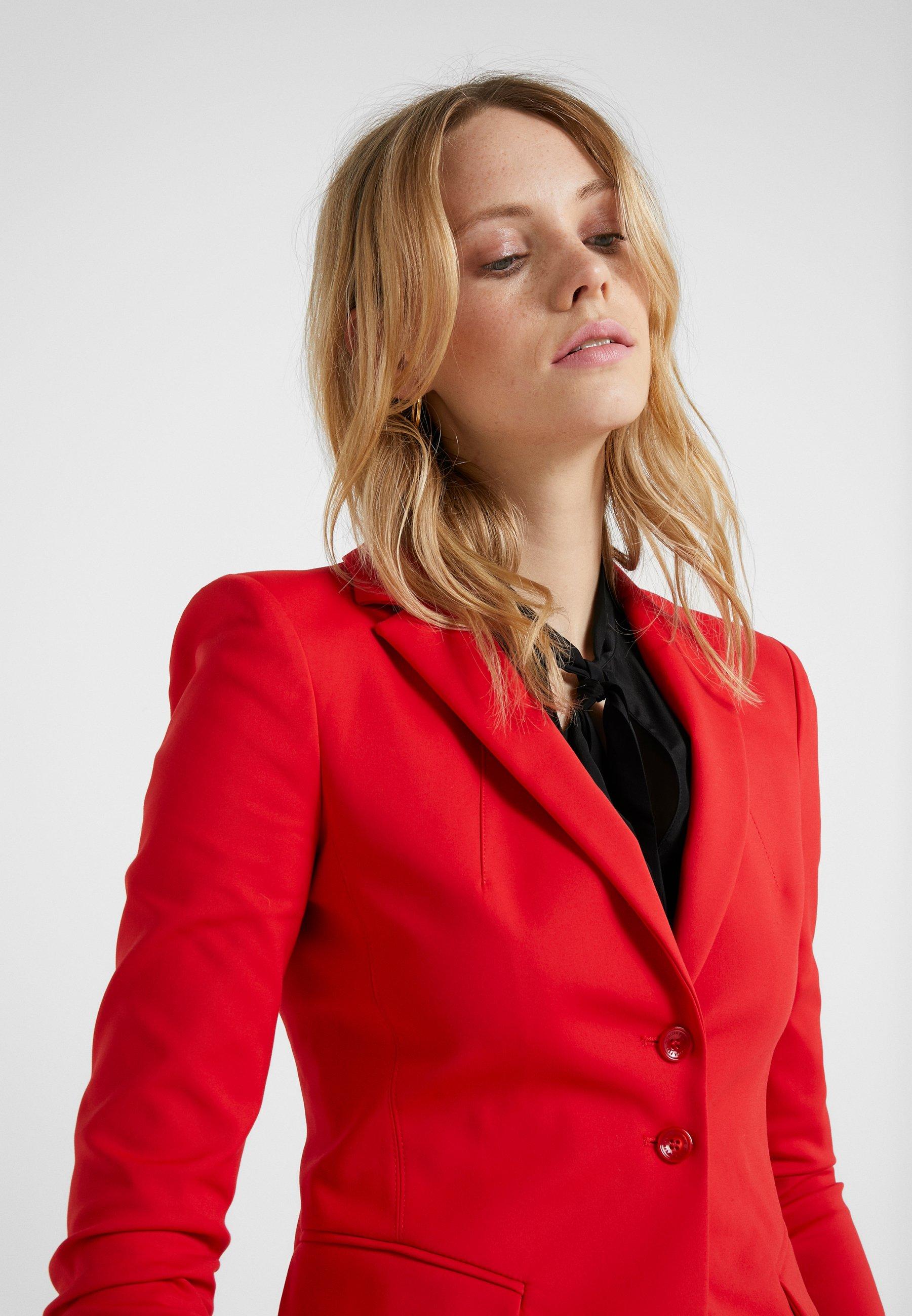 Patrizia Pepe Blazer - red lipstick