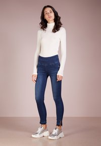 Patrizia Pepe - Jeans Skinny Fit - mid blue - 1