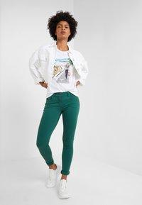 Patrizia Pepe - Skinny džíny - self green - 1