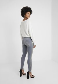 Patrizia Pepe - PANTALONI TROUSERS - Jeans Skinny - grey - 2