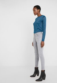 Patrizia Pepe - PANTALONI TROUSERS - Jeans Skinny Fit - grey bleached wash - 3