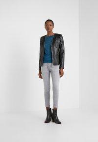 Patrizia Pepe - PANTALONI TROUSERS - Jeans Skinny Fit - grey bleached wash - 1
