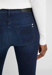 Patrizia Pepe - PANTALONI TROUSERS - Jeans Skinny Fit - blue wash - 5