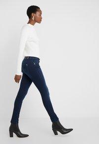 Patrizia Pepe - PANTALONI TROUSERS - Jeans Skinny Fit - blue wash - 3