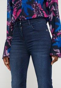 Patrizia Pepe - PANTALONI TROUSERS - Jeans bootcut - blue wash - 5