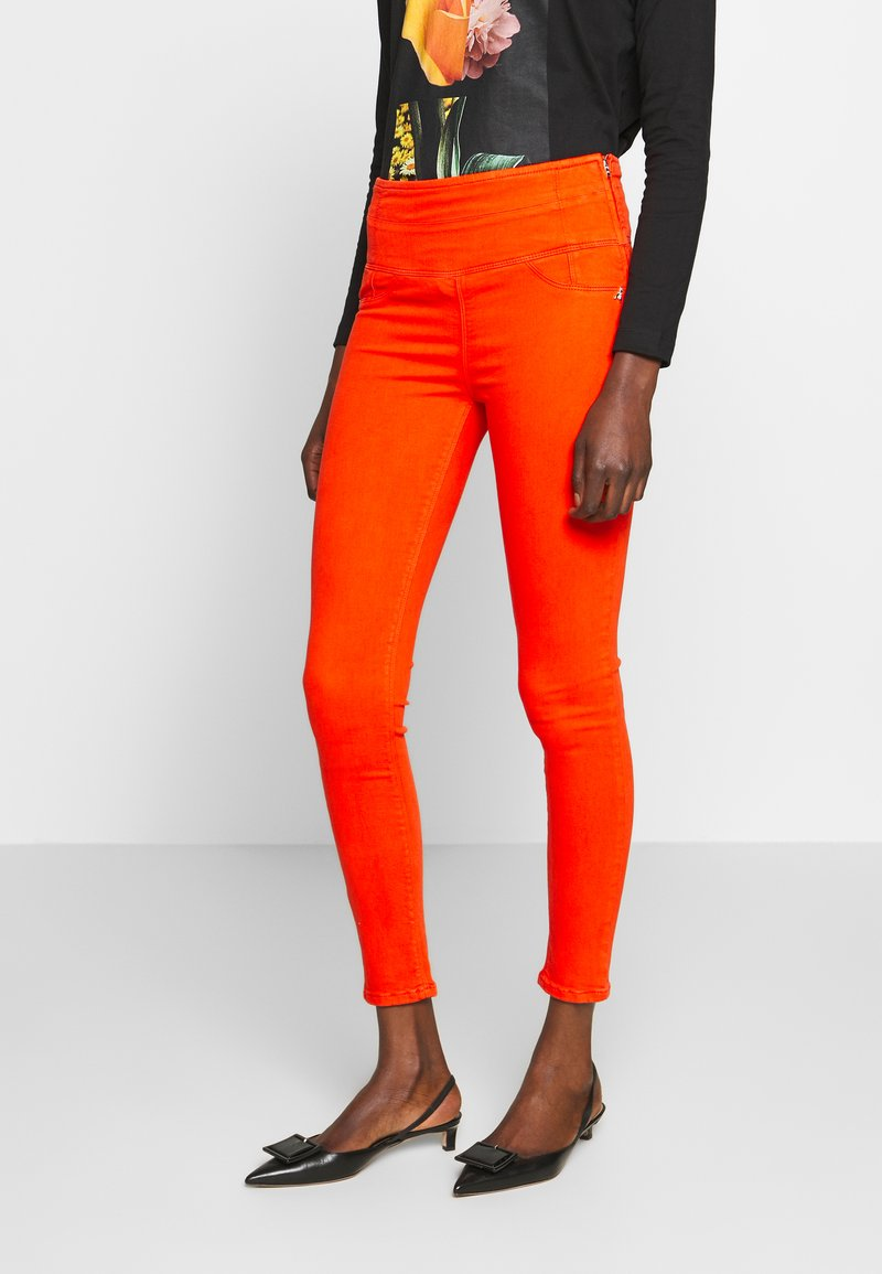 Patrizia Pepe - HIGH WAIST SHAPE - Jeans Skinny Fit - hibiscus red