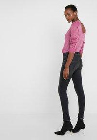 Patrizia Pepe - PANTALONI TROUSERS - Jeans Skinny Fit - black wash - 3