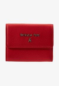 Patrizia Pepe - PORTAFOGLIO SMALL FLAP IN PELLE MARTELLATA - Geldbörse - flame red - 1