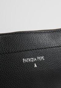 Patrizia Pepe - BELT BAG - Saszetka nerka - nero - 6