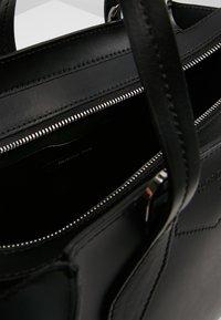 Patrizia Pepe - BORSA BAG - Handbag - nero - 4