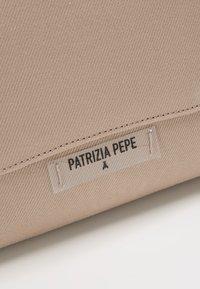 Patrizia Pepe - BORSA TRACOLLA - Skulderveske - camel beige - 5