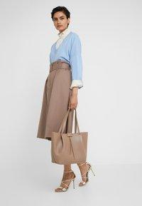 Patrizia Pepe - Shopping bag - real taupe - 1