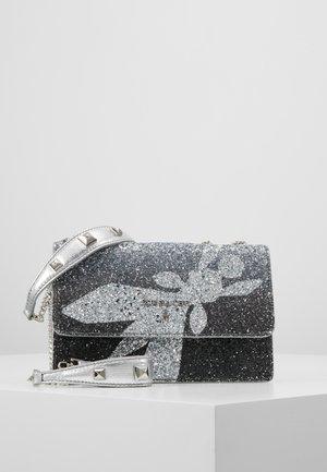 MINI BAG PIPING GLITTER FLY - Sac bandoulière - black degrade