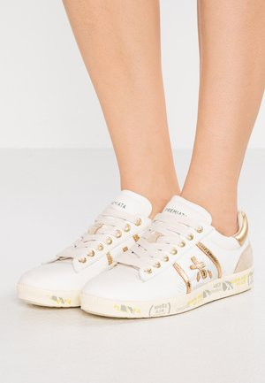 ANDY - Trainers - white/gold