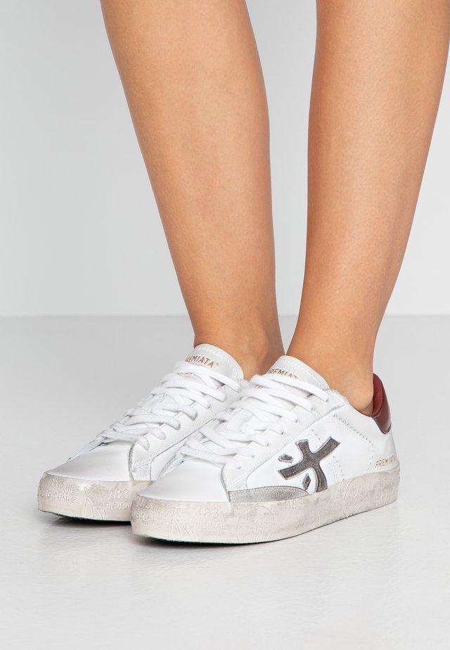 STEVEN - Baskets basses - white/grey/bordeaux