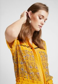 Part Two - SIGRID - Vestito lungo - yellow - 5