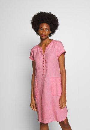 AMINAS - Vestido camisero - sea pink