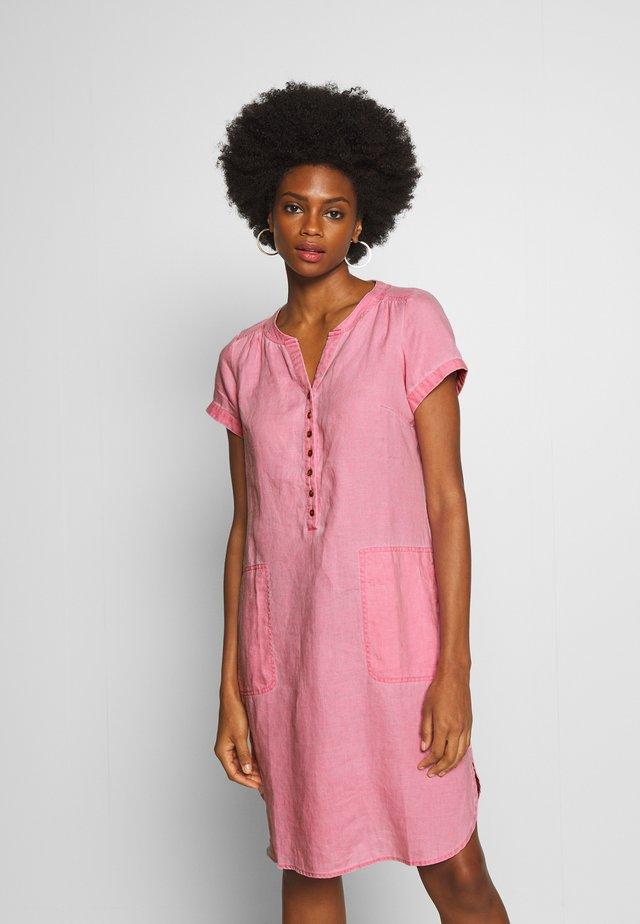AMINAS - Košilové šaty - sea pink