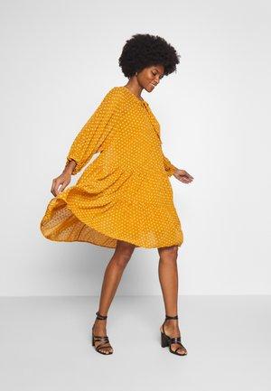 BANU  - Korte jurk - buckhorn brown