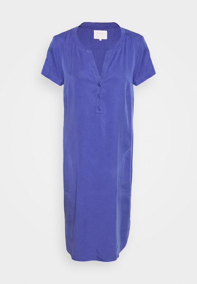 AMINASS - Denní šaty - marlin