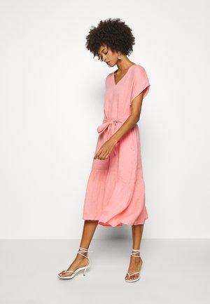 DINEA - Denní šaty - peach blossom