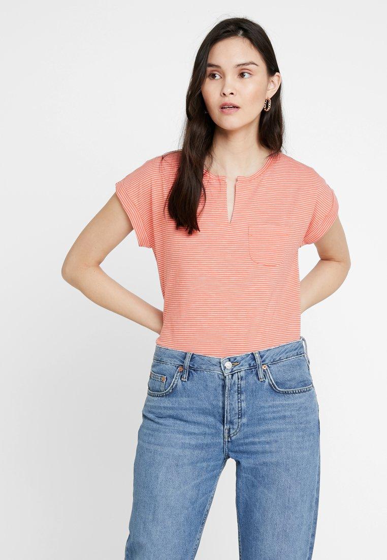 Part Two - KEDITA - Camiseta estampada - artwork medium pink