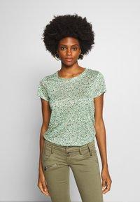 Part Two - KASSIM - Print T-shirt - green - 0