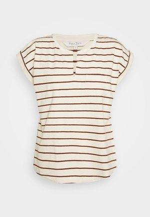 KEDITA - T-shirts med print - choclat glaze