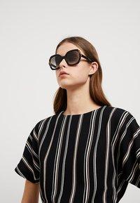 Prada - Sonnenbrille - black/medium havana - 1
