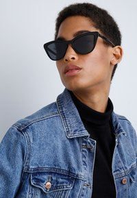 Prada - Sonnenbrille - black - 1