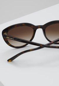 Prada - Sluneční brýle - havana - 4
