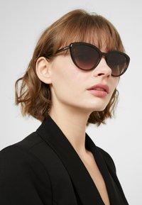 Prada - Sluneční brýle - havana - 1