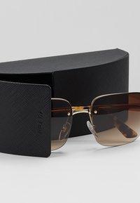 Prada - Sonnenbrille - gold/brown - 2