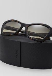 Prada - Sluneční brýle - havana - 3