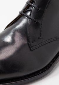 Prime Shoes - Stringate eleganti - bourbon black - 5