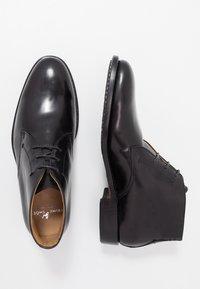 Prime Shoes - Stringate eleganti - bourbon black - 1