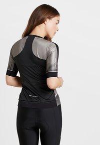 Pearl Izumi - ELITE PURSUIT SPEED - T-shirt z nadrukiem - black diffuse - 2