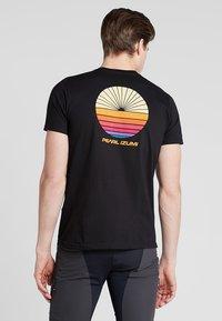 Pearl Izumi - T-shirt z nadrukiem - black - 2