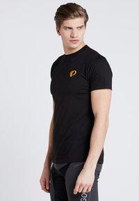 Pearl Izumi - T-shirt z nadrukiem - black - 0