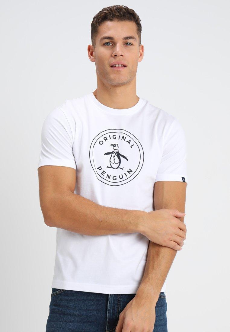 Original Penguin - LOGO STAMP PRINT TEE - Camiseta estampada - bright white